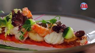 Горячий салат из морепродуктов с карпаччо из помидоров