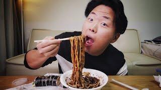 Черная корейская лапша Чачжанмён. Цены в Корее
