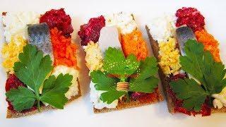 Бутерброды на праздничный стол с селедкой на черном хлебе. Закуски для фуршета с сельдью, свеклой