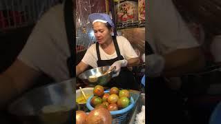Тайский острый салат с морепродуктами.