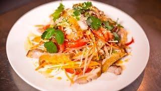 Романтический ужин: салат из курицы и свежих овощей