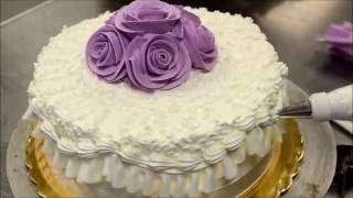Украшение тортов | Украшение торта на день рождение розами из крема пошагово за 5 минут