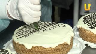 Учащиеся 9 класса 12 школы испекли своими руками торты и пирожное.