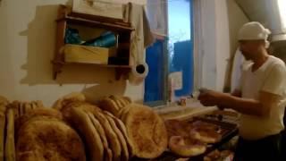 Uzbek BREAD in the tandoor. Aktau KAZAKHSTAN. УЗБЕКСКИЕ  ЛЕПЁШКИ В ТАНДЫРЕ 2017-02-11